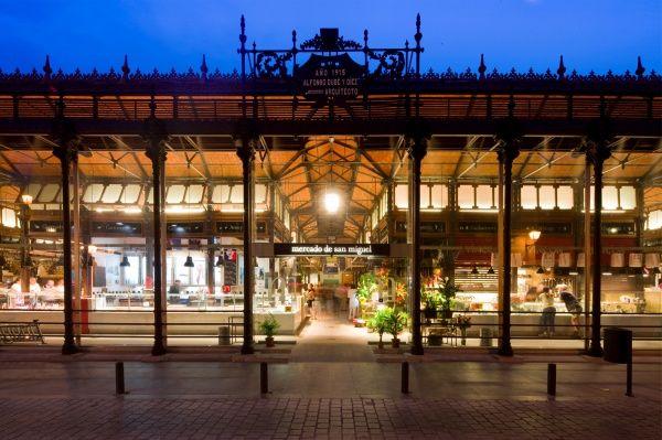 El Mercado de San Miguel, situado junto a la Plaza Mayor de Madrid, es uno de los mercados tradicionales más emblemáticos del centro histórico y castizo ...
