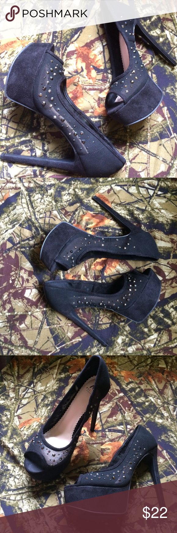 Shoe dazzle heels Worn only once, size 8, cute heels and comfortable, with a suede material.💙 Shoe Dazzle Shoes Heels