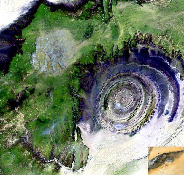 El Ojo de África, Mauritania   Situado en medio del desierto del Sahara, en una depresión bastante erosionada de casi 40 kilómetros de diámetro. Es tan impresionante que durante mucho tiempo los científicos pensaron que se trataba del impacto de un asteroide antiguo.