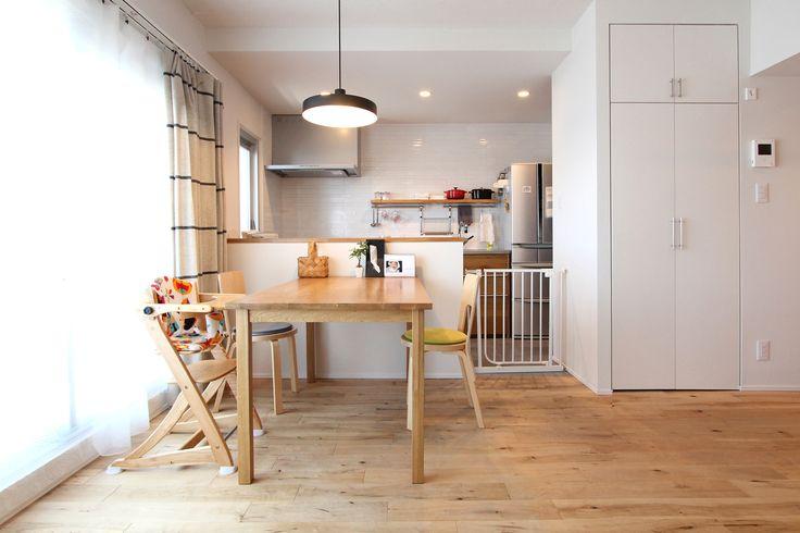 LIVING/DINING/KITCHEN/tile/counter/リビング/ダイニング/キッチン/タイル/格子窓/室内窓/アイアン/スチール/木枠/カウンター/フローリング/リノベーション/フィールドガレージ/FieldGarage Inc.