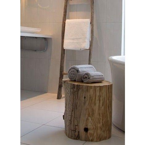 Buche naturelle en bois flotté et récupéré idéal comme petit banc ou petite table d'appoint. Pour créer un décor pur, tendance, naturel et écologique.