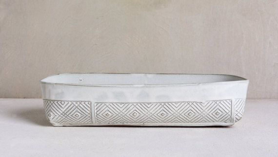 Ceramic baking dish, white Kitchen bake ware, Rectangular lasagna dish, Modern Cake Pan, ceramic bread pan, unique pie dish, Serving dish ,stoneware bake ware ,baking trays, wedding gift, housewarming gift.  What a great way to make a hosting experience perfect- baking and serving with the same unique baking dish! this white ceramic cake pan is so adorable & elegant . can be use as a bread pan, lasagna dish, pie dish, will be perfect for serving hot potatoes or a fresh salad. can use as a...