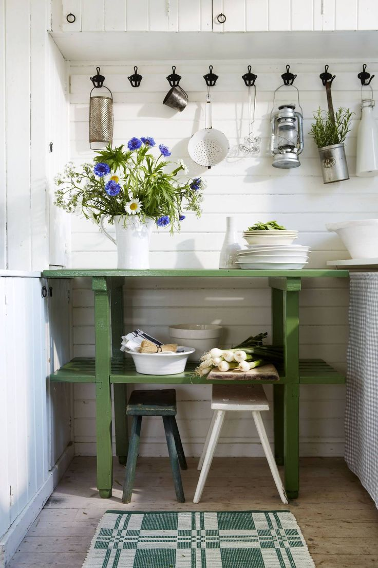 lantliv.com ger enkla sommartips: fixa köksförvaring med krokar
