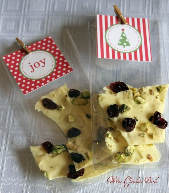 Sweet treats as Christmas party favors. #Christmas #PartyFavors #DIY #Food #Chocolate
