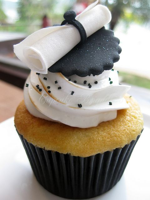 Black and white graduation cupcake.Lovely idea. Please check out my website Thanks.  www.photopix.co.nz