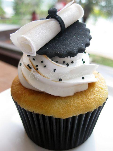 Black and white graduation cupcake