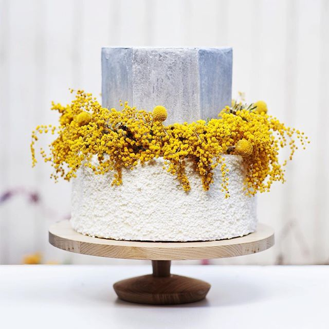 This cake is a celebration of wattle. I love the freshness of the silver against the yellow and cool edges of the hexagonal silver cake. Love it or hate it, it's one of my personal favourites. All cake, styling, flowers done by @cakedbycarissa.  #weddingexposaustralia #imgettingmarried #cakedbycarissa #weddingcake #wedding #weddingcakeflowers #daretobedifferent #silvercake #wattle #australiana #countrywedding #rusticwedding #hellomay #whitemagazine #hooraymagazine