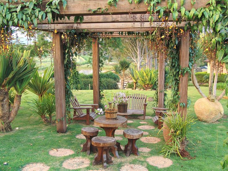 Jardim de fazenda tem fontes, bromélias e cantos para relaxar