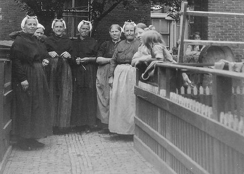 Scheveningen buren 1928    gemaakt tussen 1923 - 1930 Scheveningen - Holland