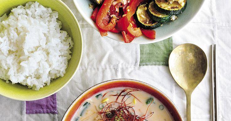 夏野菜のナムルと豆乳スープ。美肌のための「コリアン・ベジ定食」|食|雑誌『家庭画報』公式サイト