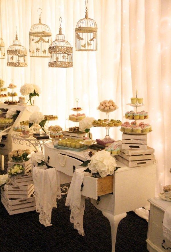 A cômoda virou buffet vintage!