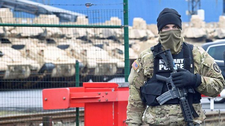 Equipo pesado y soldados del Ejército estadounidense se dirigen hacia las fronteras rusas