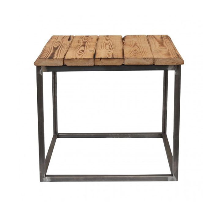 Sofabord fra Clarrods med rå let brændt lyst træ. Hvert bord er unikt.  Mål: Højde 45 X Bredde 50 X Længde 50 CM
