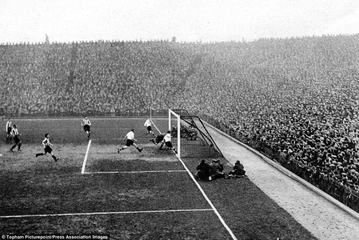 Arsenal beat Darwen 11-1 at Highbury in 1932 in the 3rd round of the FA Cup. Non-league Darwen had knocked out Chester in the previous round but were no match for the Gunners.