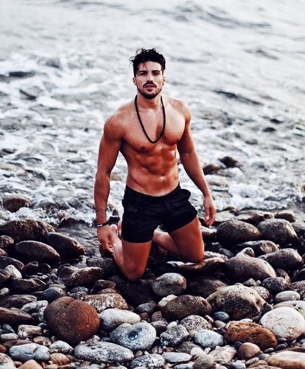 40 Symbolic Beach Photography Poses for Men – Nicholas DeJean