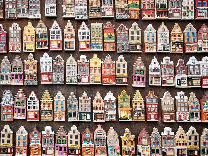 Holanda-Amsterdam-Blumenmarkt-Artesanías en el mercado