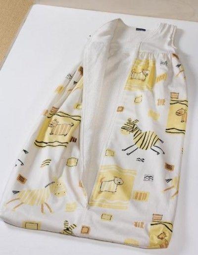 Il Tuo bimbo non riesce proprio a stare coperto? Il sacco nanna fa per Te! Possono essere indossati diversi capi di abbigliamento, da soli oppure a strati per aumentare il calore.  Il corretto spessore del sacco nanna e il tipo di abbigliamento necessario dipendono anche da altri fattori: se il bambino ha la febbre, sta sudando o è caldo al tatto, togliete uno o più strati di vestiti e/o usate un sacco nanna di uno spessore inferiore.