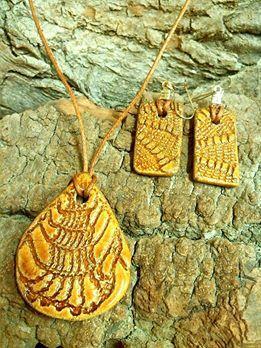 Ékszerek csipkére / Yellow lace jewelry