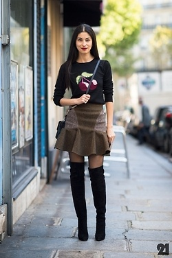 Caroline Issa in the cherry swater, a Stella MacCartney skirt and high suede black boots.  By 21ème.