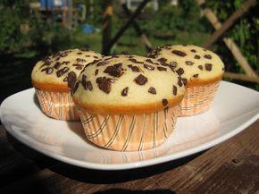 Bucataria casei noastre: Briose cu iaurt, vanilie si fulgi de ciocolata