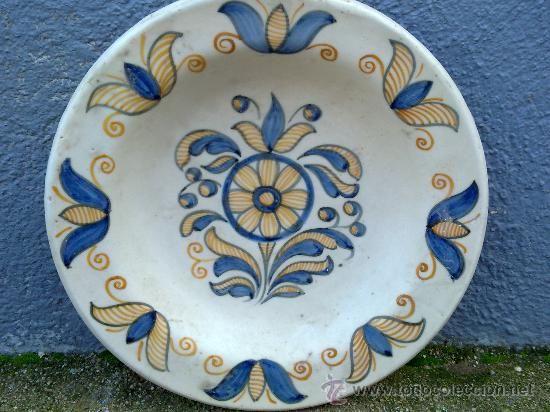 ANTIGUA FUENTE DE CERAMICA PINTADA A MANO, TALAVERA, CHACON (Antigüedades - Porcelanas y Cerámicas - España - Talavera)
