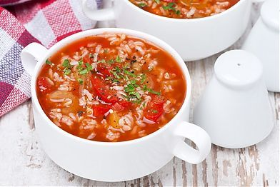 Рецепт: Суп с рисом. Рецепт этого супа отлично подойдет детям от 3 лет. Недаром рисовый суп нравится детям: он получается нежным и приятным на вкус. Рис содержит сложные углеводы, витамины, а также растительный белок. И в нем нет глютена – это на заметку аллергикам.