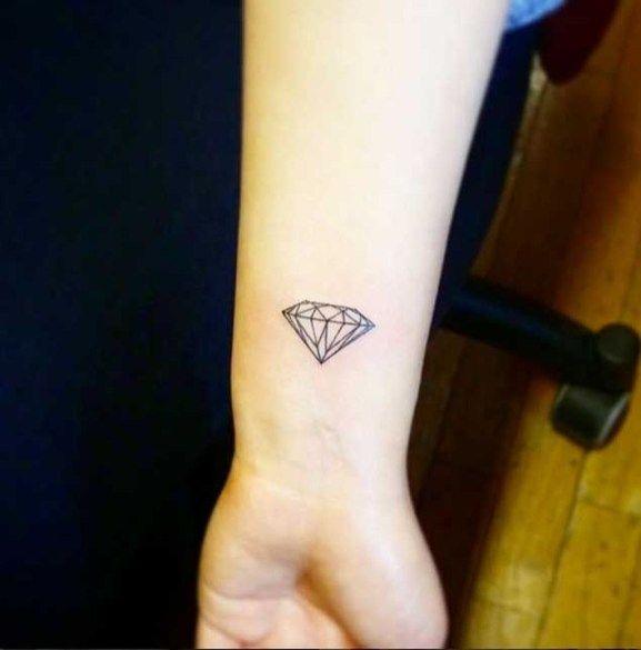 30 Small Simple Tattoos For Men 04 Small Diamond Tattoo Diamond Tattoo Designs Diamond Tattoos