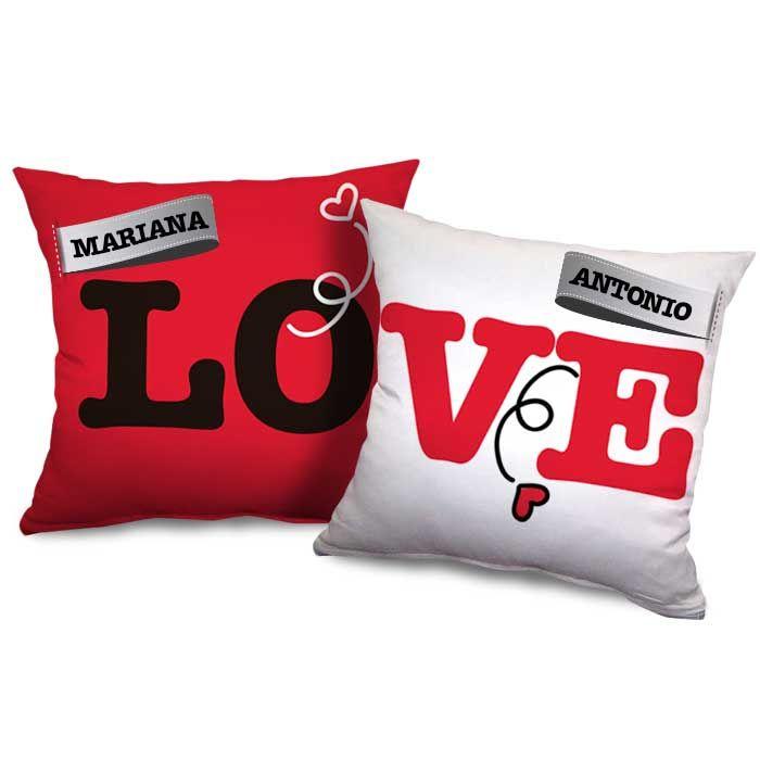 ¡Etiqueta el nombre de tu pareja y el tuyo en estos cojines y regálale un bonito detalle en San Valentín!