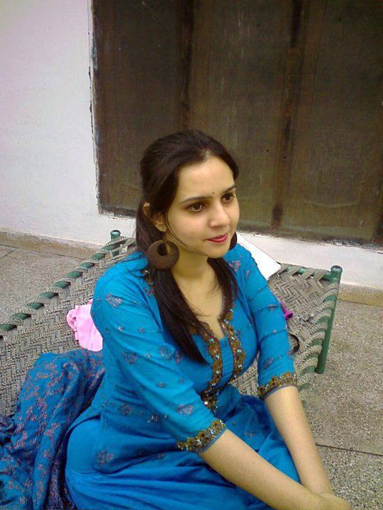 Beautiful girl dancing in peshawar pakistan