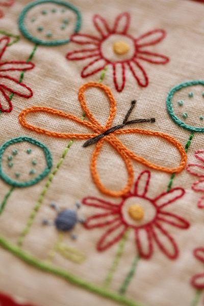 C ada pontinho vai ganhando forma...Com pontinhos cheio formam se passaros, flores...  Combinações de cores, delicadeza do ponto correntinha...