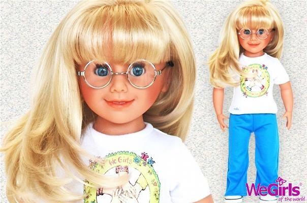 WeGirls - Lalka Monika + karta klubowa - Monika to bystra Dziewczyna o błękitnych oczach, które skrywa za okrągłymi okularami. Długie, jasne włosy dodają jej charakteru i niezwykłego uroku.
