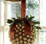 kula dekoracyjna z orzechów