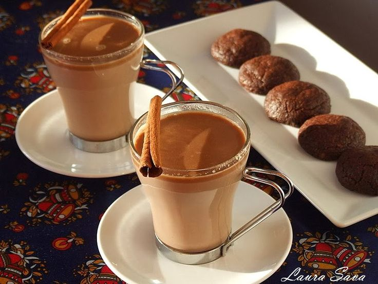 Ciocolata calda, fierbinte si-aromata. Cine i-ar putea rezista?!  Ingrediente: – 1 litru lapte (integral) – 50-80g zahar brun (sau alb) – 1 baton de scortisoara – 2 cuisoare – 250 g ciocolata cu lapte sau amaruie Mod de preparare: Incalziti laptele in care ati pus zaharul si batonul de scortisoara+cuisoarele. Inainte ca laptele sa …