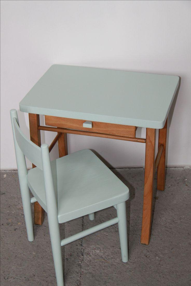 Bureau écolier Baumann et sa chaise relookés en vert amande  www.bazardanslagrange.com