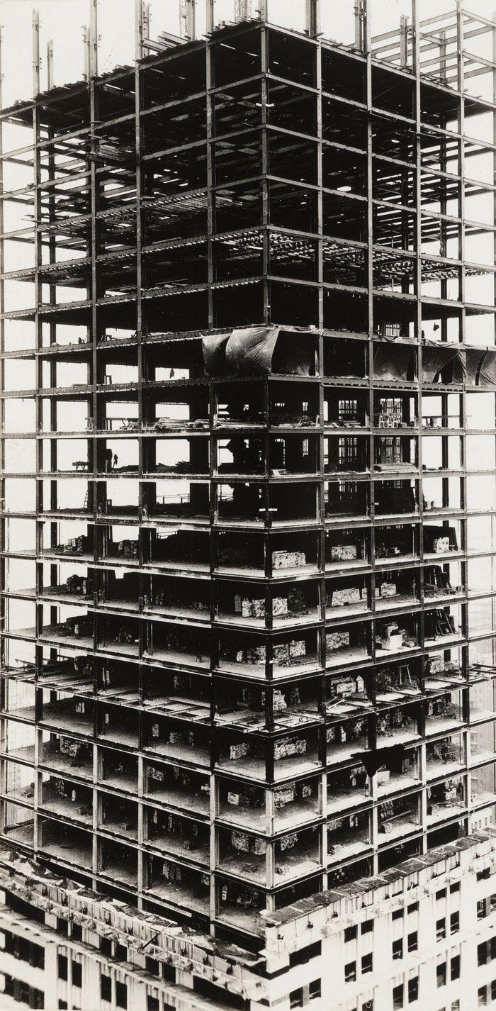 Chrysler Building under construction, New York' 1929. www.virtualbx.com/