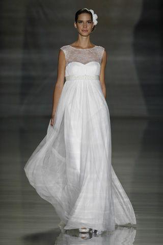 Spring summer Wedding Dress by Oscar De La Renta - this style would also suit a pregnant bride