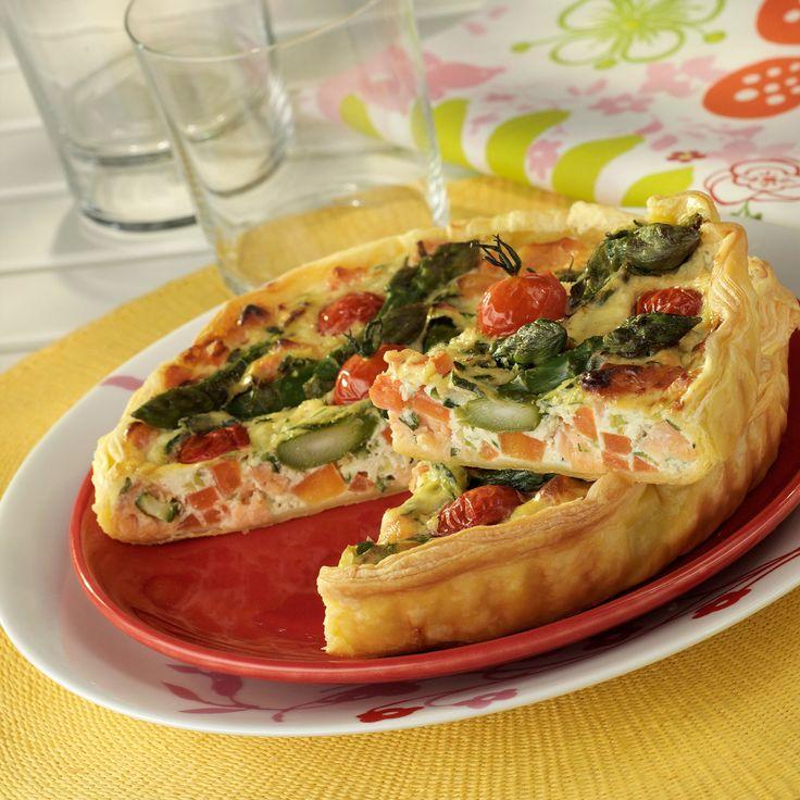Découvrez la recette Tarte jardinière à la ricotta et au saumon sur cuisineactuelle.fr.
