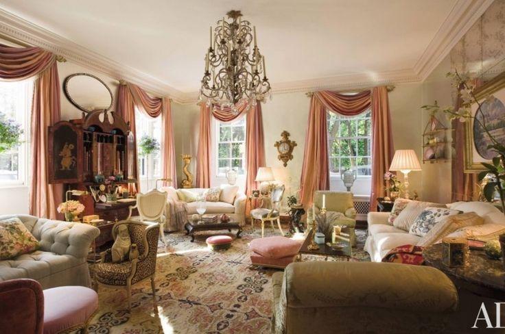 Шторы в пастельных тонах для большой гостиной. Марио Буатта (Mario Buatta) фото | Шторы от лучших дизайнеров мира | Декатель Новосибирск
