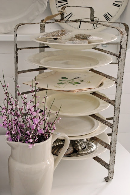 really like this plate holder & 228 best Put your dishes away images on Pinterest | Dish sets ...