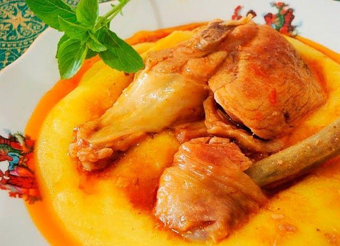 Frango caipira com polenta: anote a receita e saboreie na sua casa. Prato típico de Marialva, no norte do Paraná, é saboroso e fácil de preparar (Foto: Reprodução/ RPC). http://gshow.globo.com/RPC/Plug/Extras-Plug/noticia/2016/03/frango-caipira-com-polenta-anote-receita-e-saboreie-na-sua-casa.html