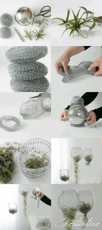 Drahtgeflecht kann mit Kokosfaser ausgekleidet werden, bevor es mit Orchideenrinde gefüllt wird