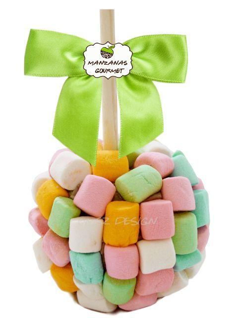 Manzana Gourmet envuelta de caramelo con capa de chocolate de leche, decorada con malvaviscos de diferentes colores.