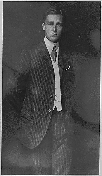 Franklin Delano Roosevelt at Harvard in 1903. Not only was the man absolutely gorgeous, he was bright, friendly, funny, and utterly unpretentious. He liked collecting stamps, and figurines of pigs, and he fed the King and Queen of England hot dogs at a backyard cookout.