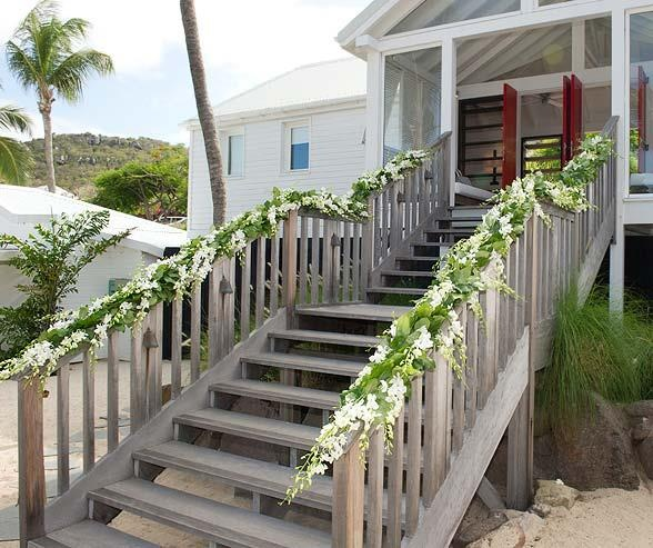 4 Diy Decorating Ideas For A Staircase: Wrap Flowers Around The Railings Of A Staircase At Your