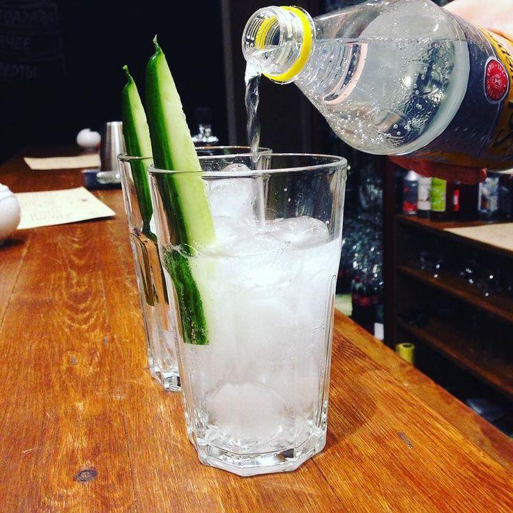 Джин-тоник avec огурец. Казалось бы а вот... #fb #cocktails #макихабаровск #хозяикеназаметку