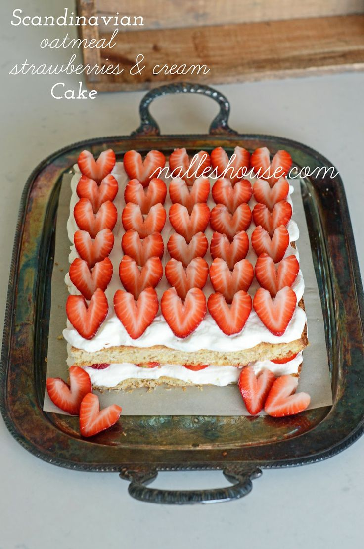 Nalle's House: Scandinavian Oatmeal Strawberries and Cream Cake - I don't even want to eat it; I just want to make it and look at it because it's so pretty!