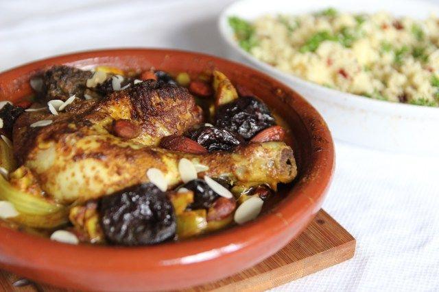 Tajine met kip, amandelen en pruimen