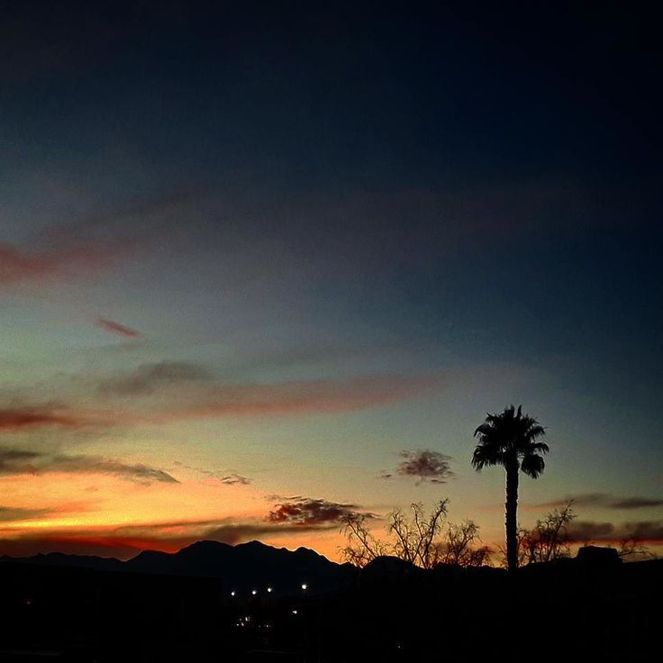 Last sunset for 2017 and last of the Red Rock views. 2018 looking forward to new beginnings. #summerlinlv #summerlin #sunsets #2017 #newyearseve #lasvegas #sunsets