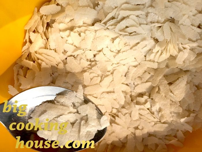 http://www.bigcookinghouse.com/wp-content/uploads/poha-flattened-rice-flakes1.jpg