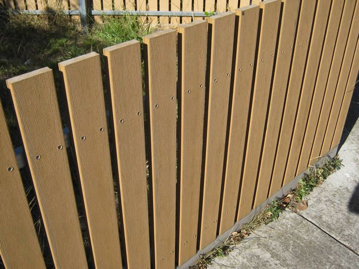 Sahara; screening and fences on main road #ModWood #Screen #Fence